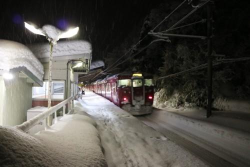 大雪の中津幡駅 2018.2.7