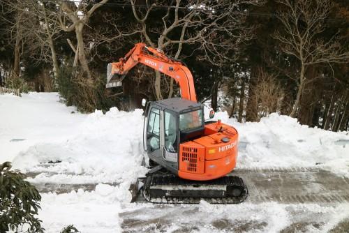 ショベルカーで除雪2